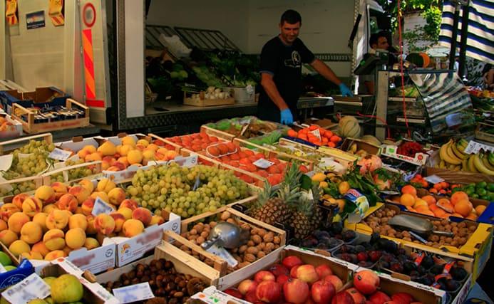 קניות בשווקים באגם גארדה