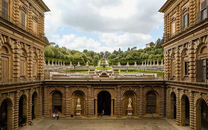כתובת של ארמון פיטי
